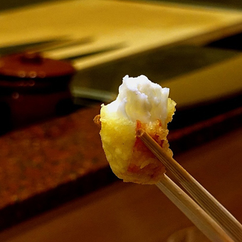 Tempura Endo features exquisite meals centered around Kyoto-style tempura dishes.